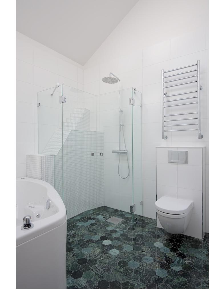 Vindsvåning, badrum, fotografering för Betege